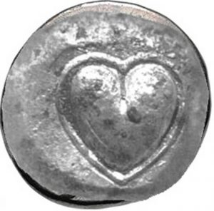 A medal with the shape of a heart in it